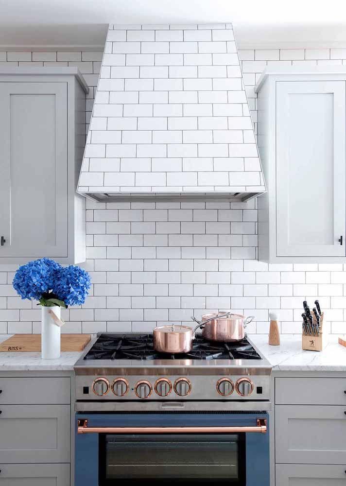 Olha que charme essas panelas Rose Gold combinando com os detalhes do fogão.
