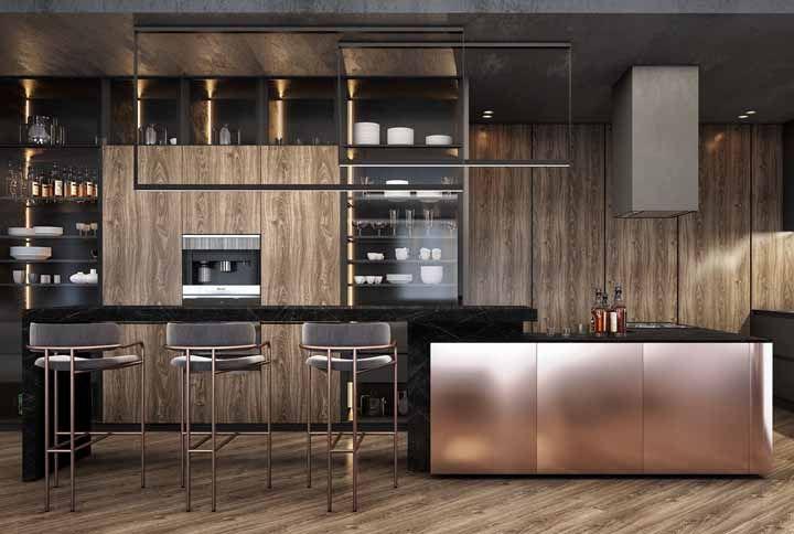 A cozinha sóbria ganhou feminilidade com os detalhes Rose Gold.