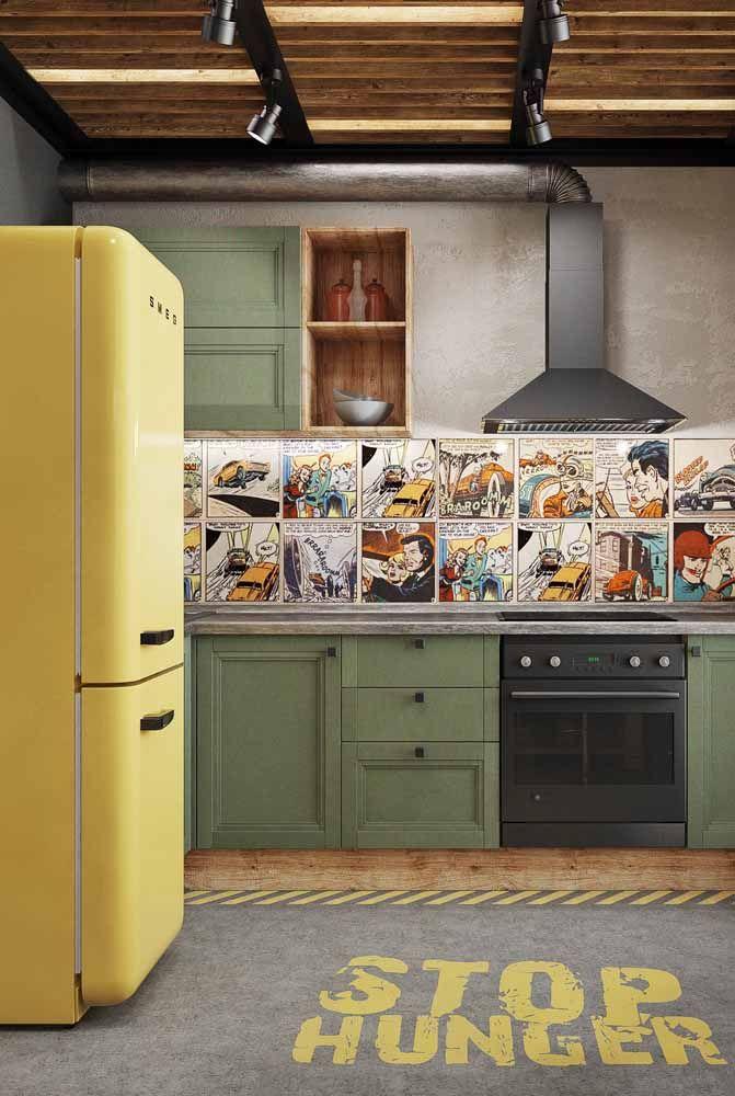 Uma cozinha pop com elementos em verde, amarelo e azul