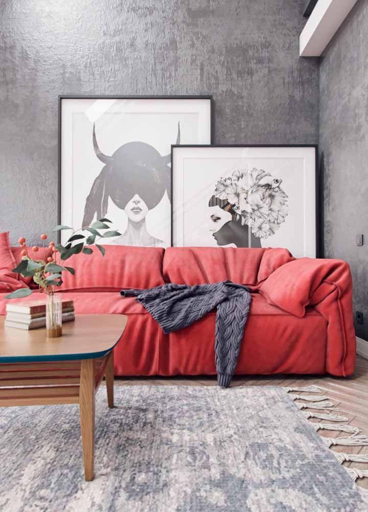 Combinação de cores para sala feng-shui: força e energia estimulam esta sala com o vermelho vivo do sofá