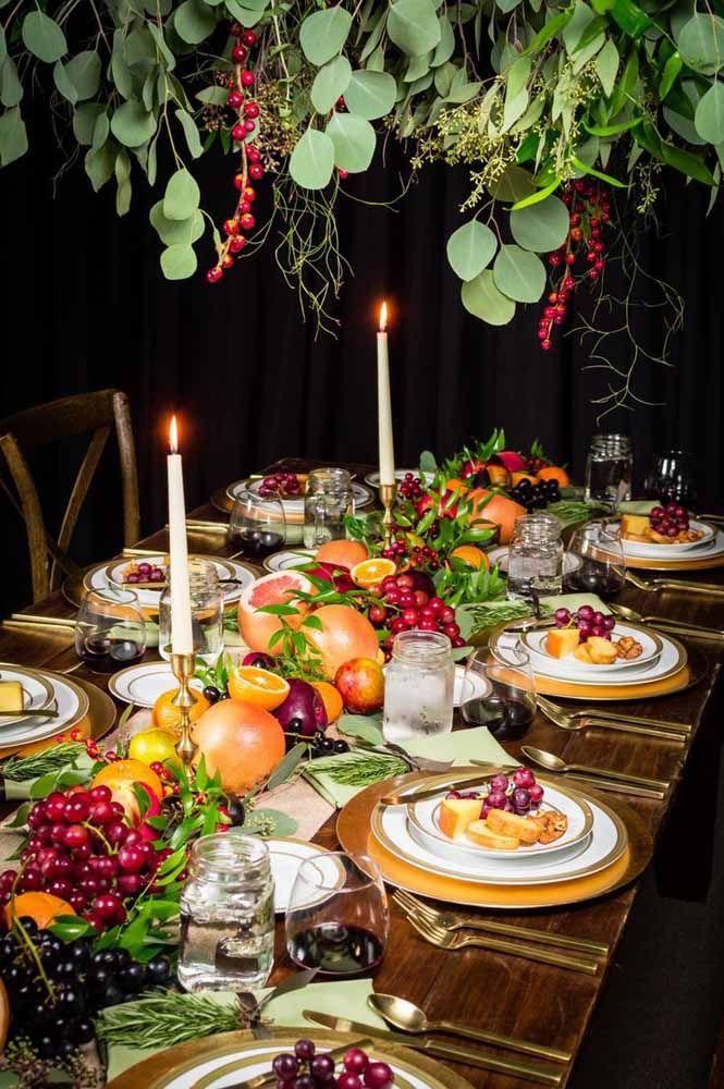 Decoração de centro de mesa só com frutas frescas da estação
