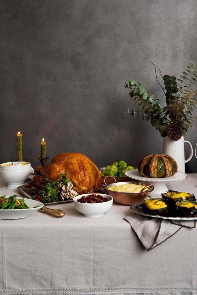 Outra ideia para o uso de mesa auxiliar para servir os pratos da ceia de natal