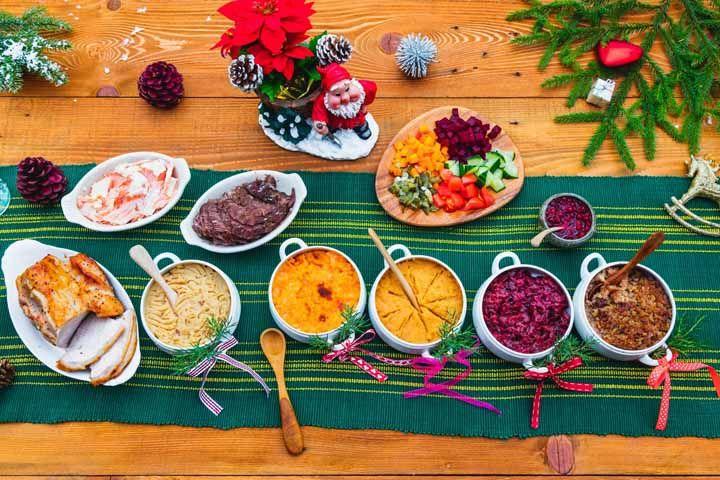 Use também enfeites natalinos comprados em lojas para completar a sua decoração com elementos naturais
