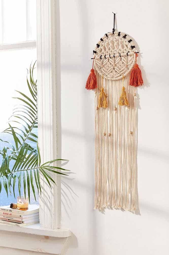 Filtro dos sonhos de macramê com tassel e bolinhas de madeira