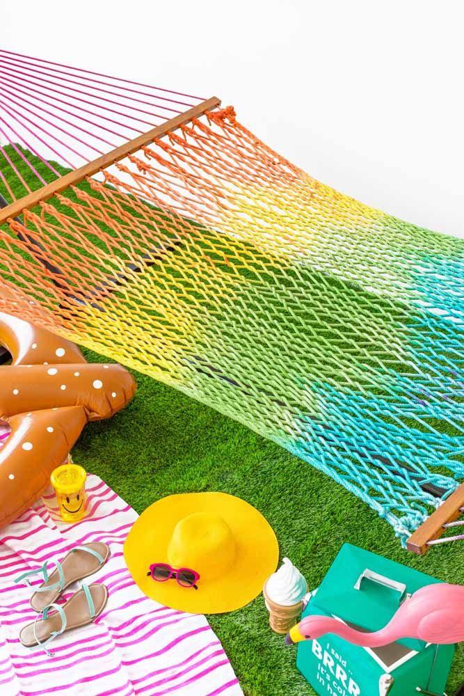 Rede de descanso de macramê: colorida para clima tropical.