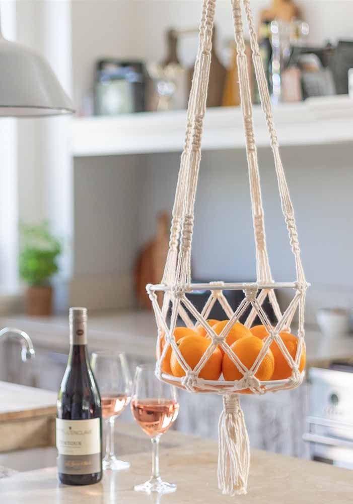 Cesto de frutas de macramê: Para cozinha moderna é uma ótima opção para sofisticação