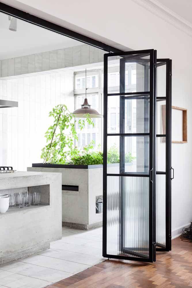 Porta sanfonada: opção prática, bonita e que combina com qualquer ambiente