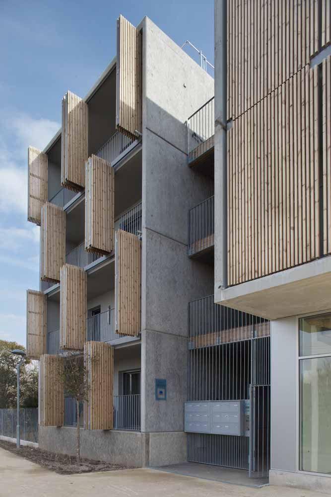Por fora também: aqui, as portas sanfonadas ajudam a dar cara e estilo à fachada do prédio, sem é claro perder a sua funcionalidade