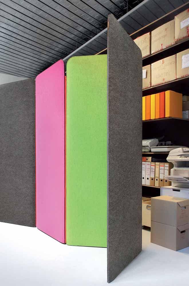 Nem de madeira, nem de vidro: as portas sanfonadas desse escritório são feitas de tecido