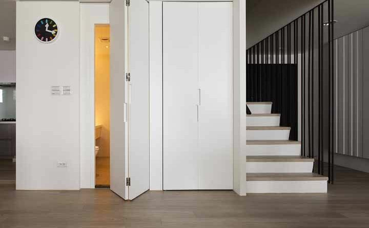 Porta sanfonada: o que é, características, vantagens e como escolher