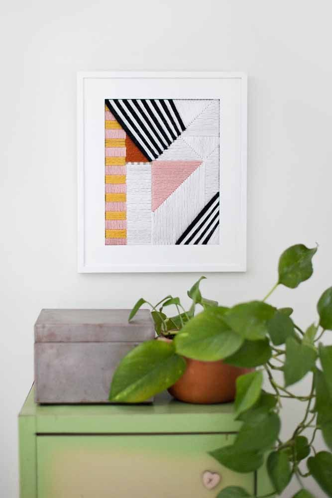 Quadro de formas geométricas feito com linha de lã