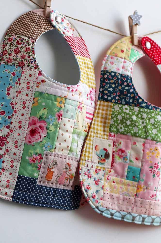 Babador feito em patchwork: puro charme e estilo na hora de servir a papinha para o bebê
