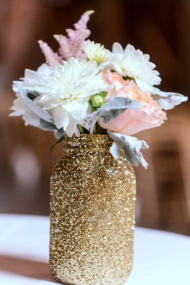 Potes de vidro decorados com purpurina: artesanato sustentável para decoração da casa ou de festas