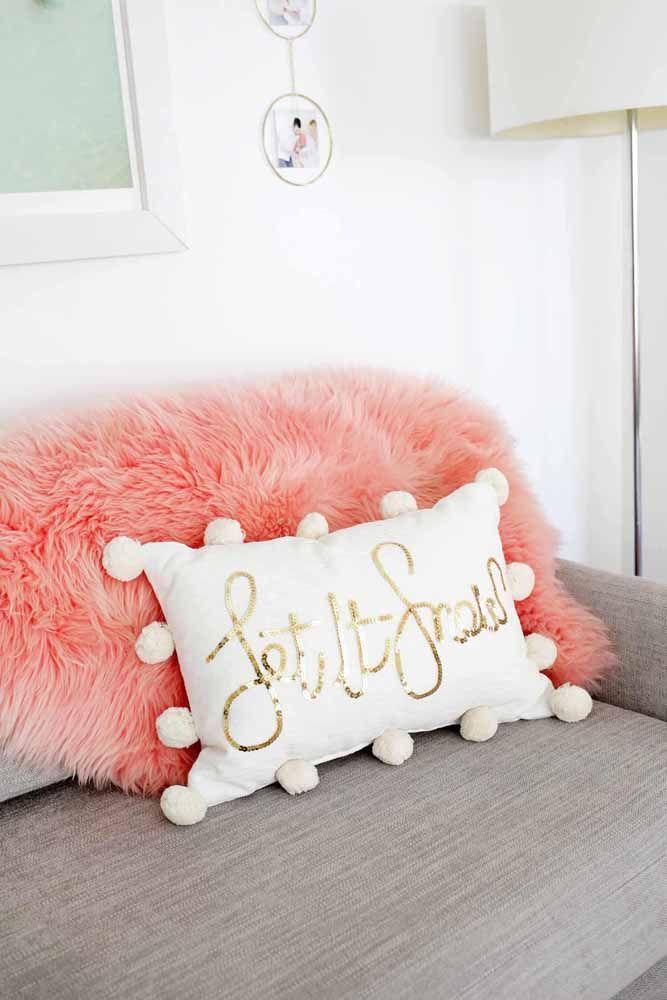 Personalizar as almofadas também pode ser um bom e lucrativo negócio artesanal