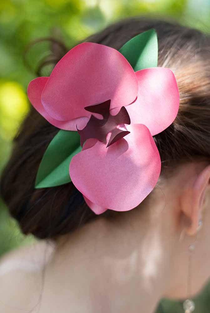 Até no cabelo: as flores de papel podem ser ótimas aliadas da beleza pessoal