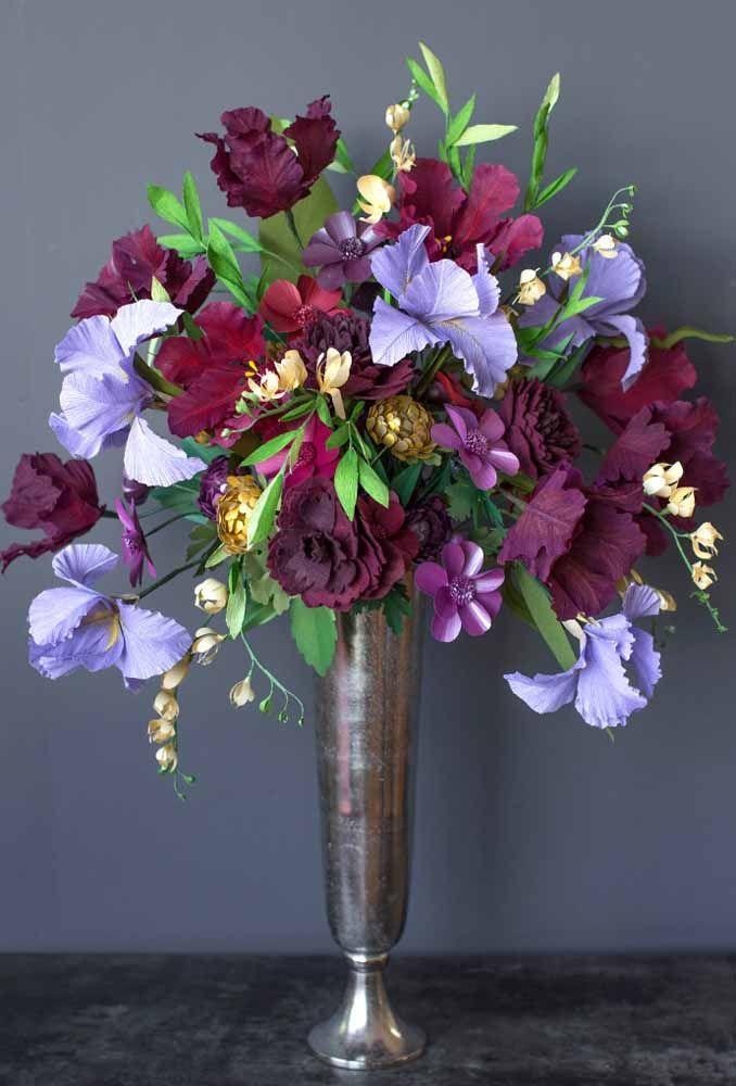 E até nas propostas mais elegantes e sofisticadas as flores de papel surpreendem