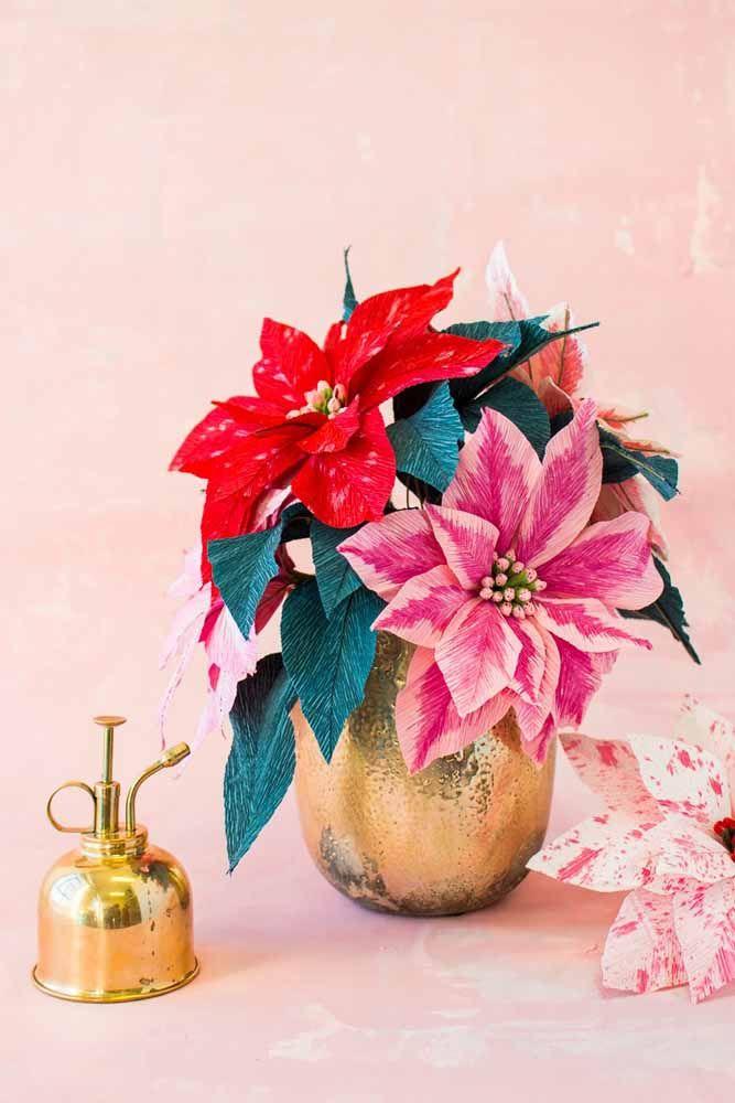 As flores típicas do Natal também ganharam uma versão de papel cheia de realismo