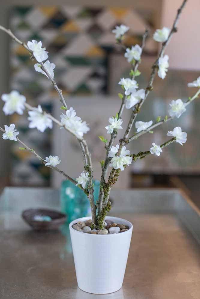 Quanta delicadeza em um arranjo tão pequeno: a proposta aqui foi reproduzir flores de cerejeira no papel