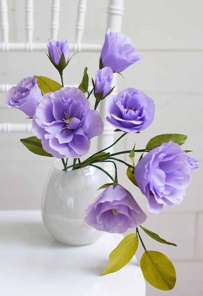 Cada flor em uma fase diferente de amadurecimento; esse detalhe ajuda a deixar o arranjo de flores de papel mais realista