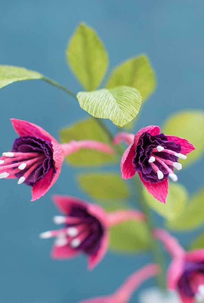 As miúdas flores do brinco de princesa ficam igualmente lindas na versão em papel