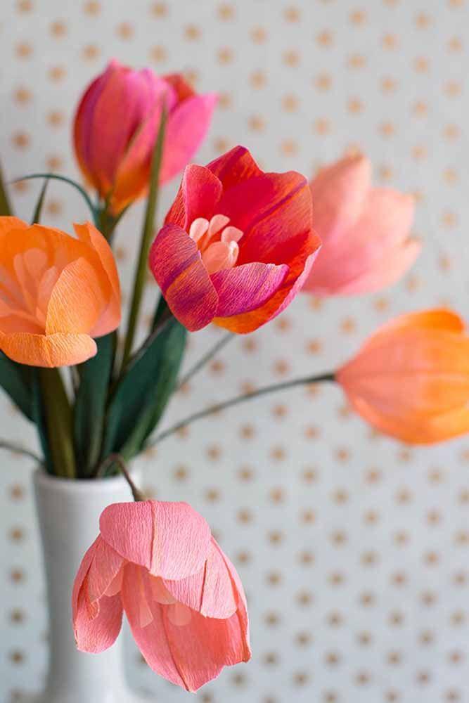 Essa sugestão é para quem ama tulipas, mas não consegue tê-las bonitas por muito tempo graças ao calor brasileiro