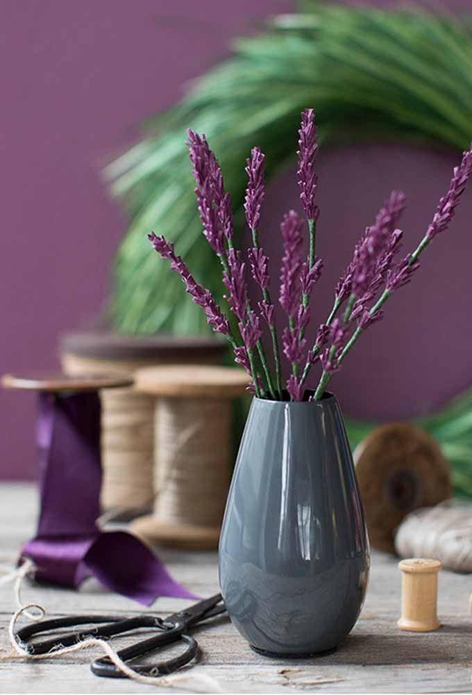 As perfumadas lavandas também entram na lista de flores possíveis de serem feitas com papel