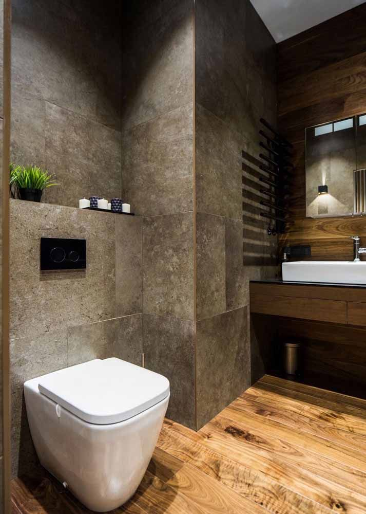 Como negar a capacidade do marrom em promover ambientes acolhedores? Repare nesse banheiro e seus variados tons de marrom