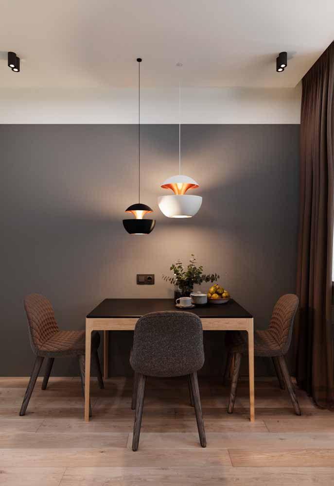 Cortina marrom, uma peça dois em um: bloqueia a luminosidade e ainda traz conforto visual para o ambiente
