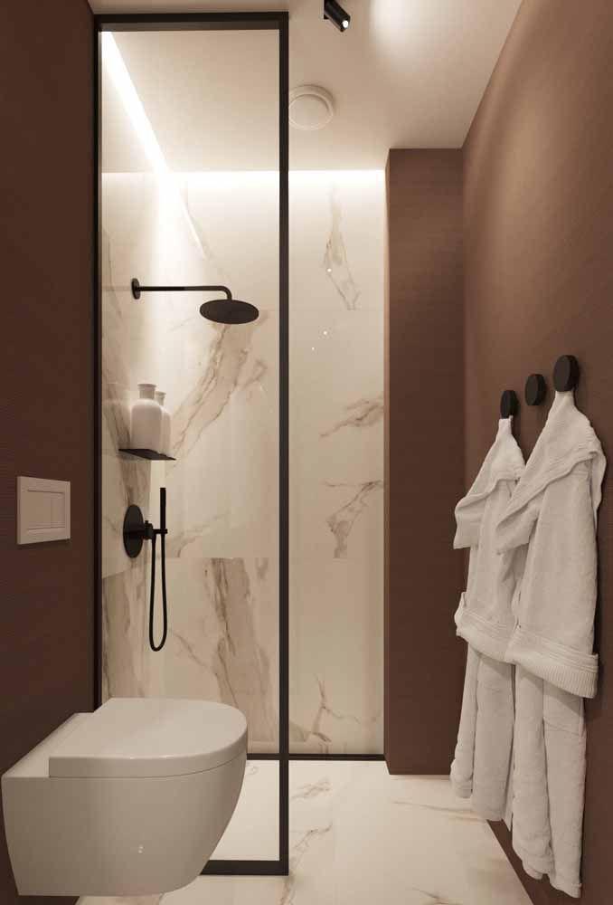 Marrom, preto e branco para a decoração de um banheiro moderno e minimalista