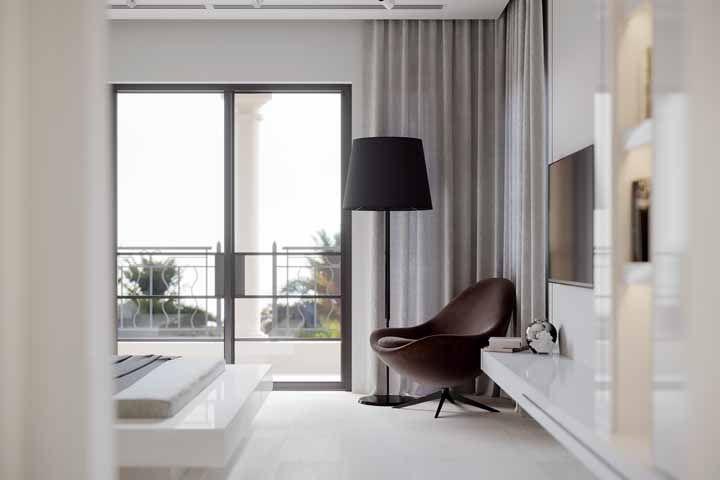 Poltrona marrom de design moderno: combinação ideal entre uma cor que remete ao antigo com um desenho atual