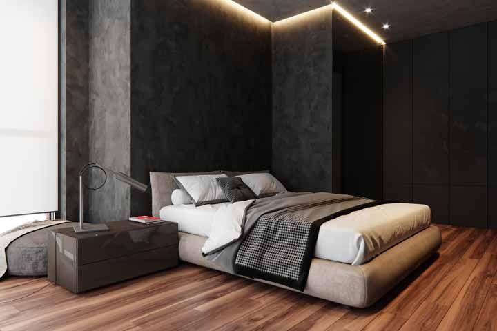 Agora se você quer mesmo um ambiente para impactar combine preto com marrom; no caso da imagem, o tom foi usado no acabamento em laca do móvel e no piso de madeira