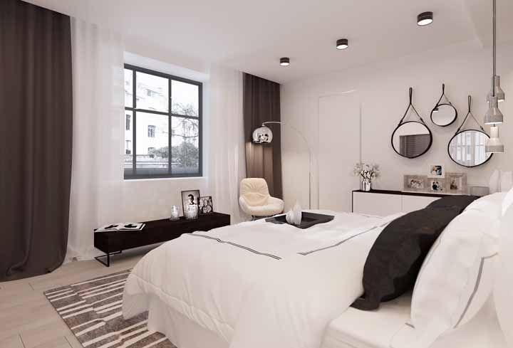 Para o quarto predominantemente branco, uma cortina dual color nas cores da decor