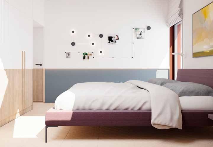 Painel do quarto roxo, apesar de ocupar uma faixa extensa da parede o elemento não agride a decoração clean