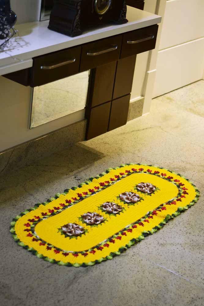 Aposte em uma combinação de cores vibrantes no seu tapete para trazer mais alegria para o ambiente decorado