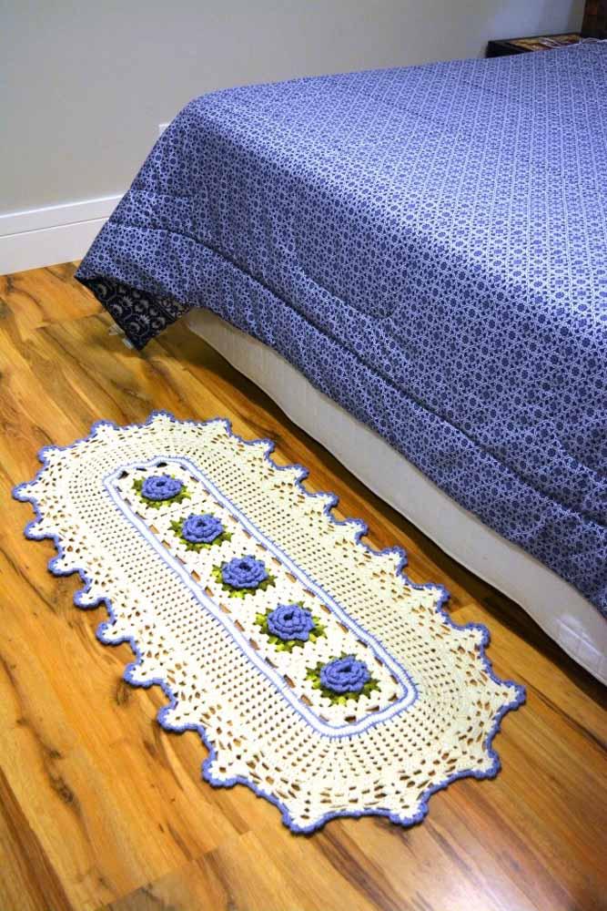 Para quartos, você também pode combinar as cores do seu tapete artesanal com as cores das roupas de cama