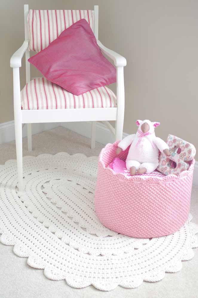 A simplicidade do branco neste tapete de crochê oval