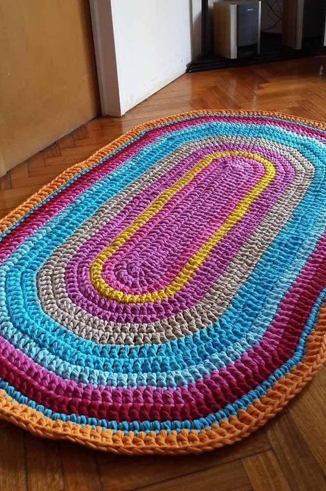 Tapete de crochê oval simples para trazer mais alegria para entradas ou corredores