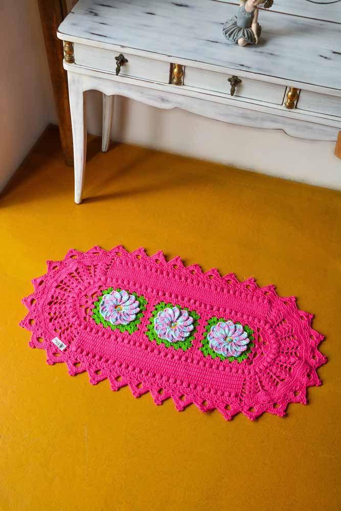 Outra ideia em pink com flores coloridas para aplicar na decoração