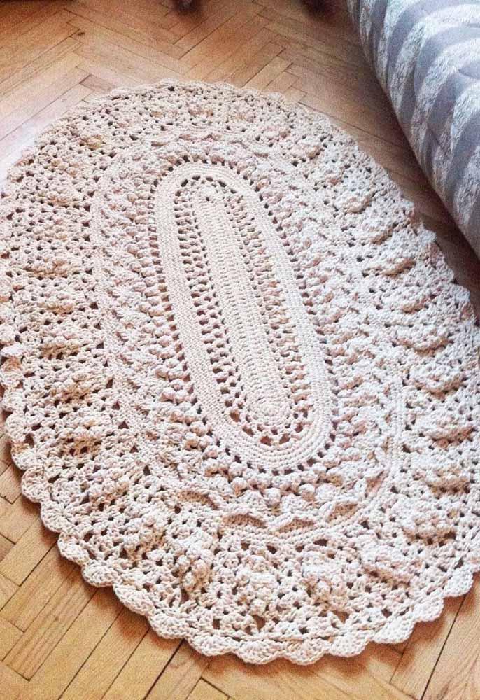 Inspiração de crochê russo em barbante cru: uma peça super detalhada que ganha destaque na decoração de qualquer cômodo