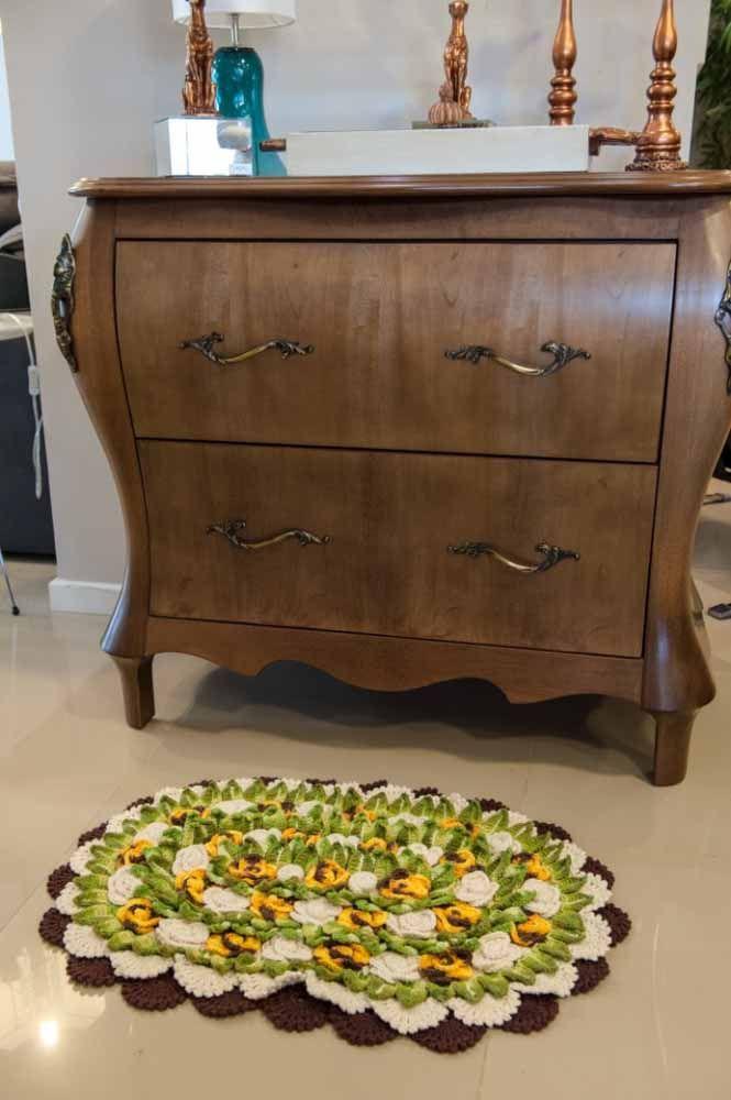 Tapete de crochê oval como um canteiro de flores dentro da sua casa