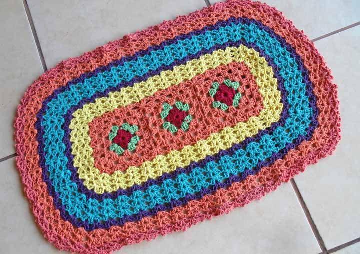 Aposte em uma combinação com as suas cores favoritas na hora de executar o seu tapete de crochê