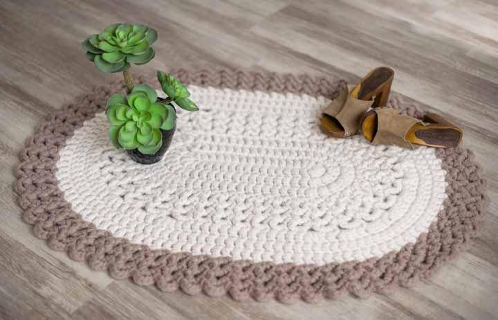 Tapete de crochê oval em tons pastéis perfeitos para um ambiente relaxante e desestressante