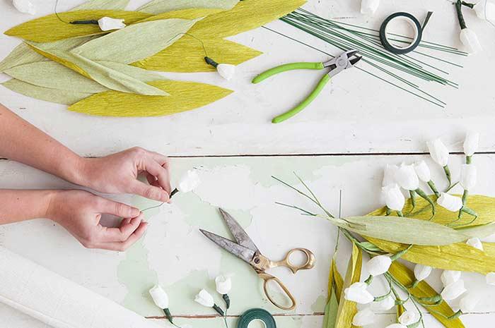 Como fazer flores de papel: o que você pode usar
