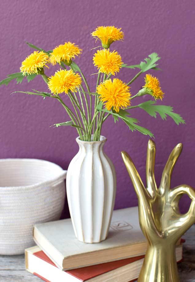 Flores de papel no vaso