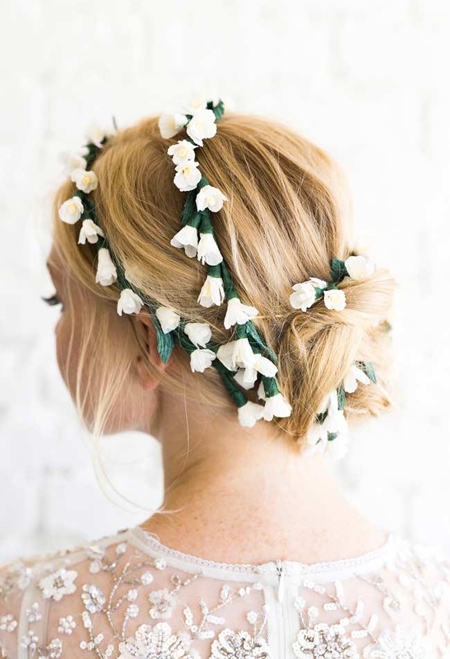Flores de papel para penteado de noiva
