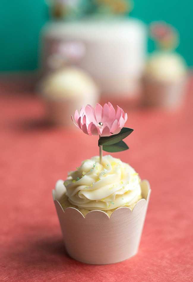 Cupcake com flor de papel