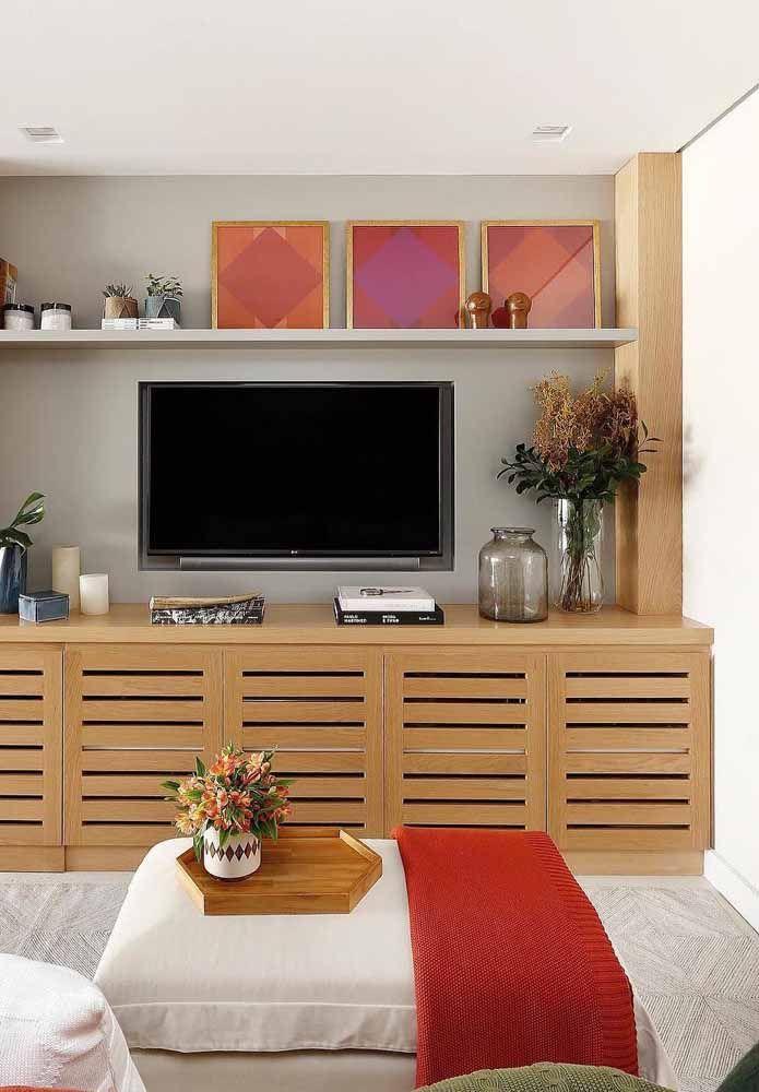 O trio de quadros apostou na combinação entre o vermelho e sua cor análoga, o roxo