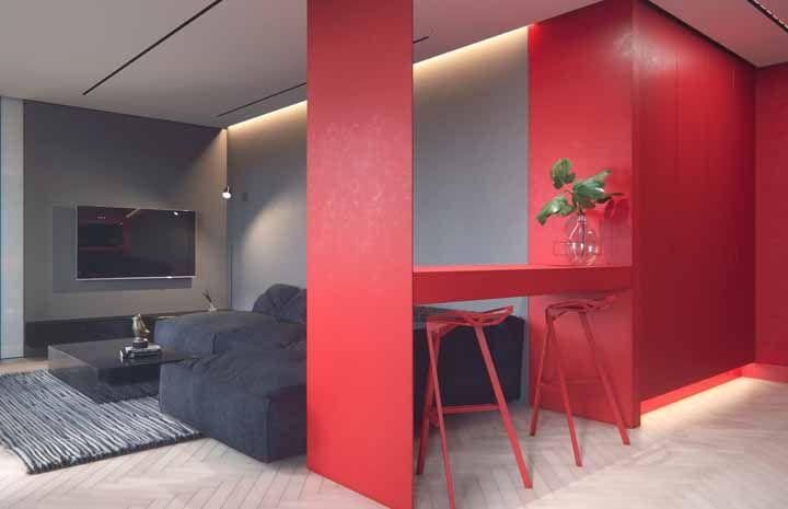 A proposta aqui foi usar o vermelho como divisor de ambientes