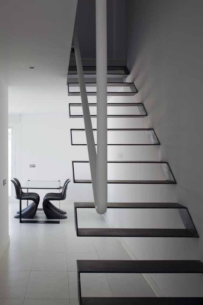 Uma escada minimalista também precisa de corrimão e de preferência que siga no mesmo estilo