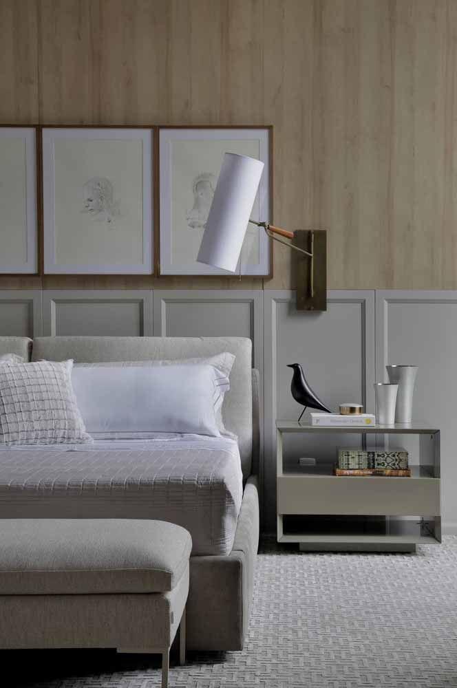 Recamier simples e modesto cumprido seu papel com beleza e funcionalidade no quarto de casal